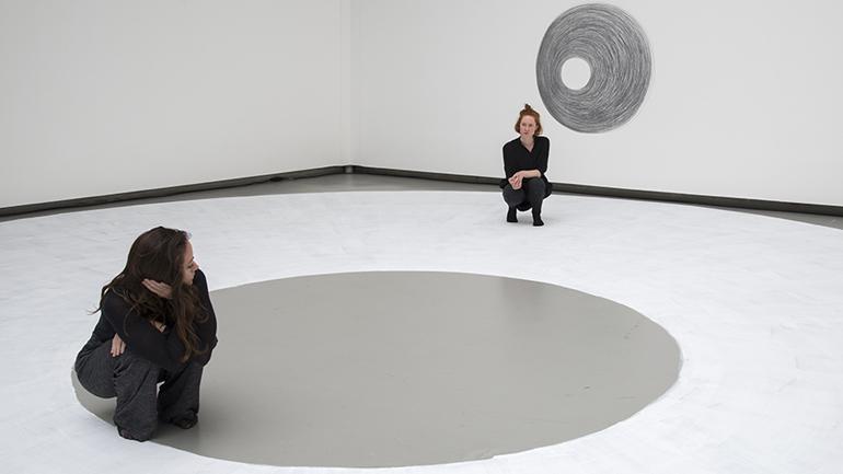 Dora García. Two Planets, 2017. © Dora García, fotografía de Clémence Bellisson e Isabelle Arthuis