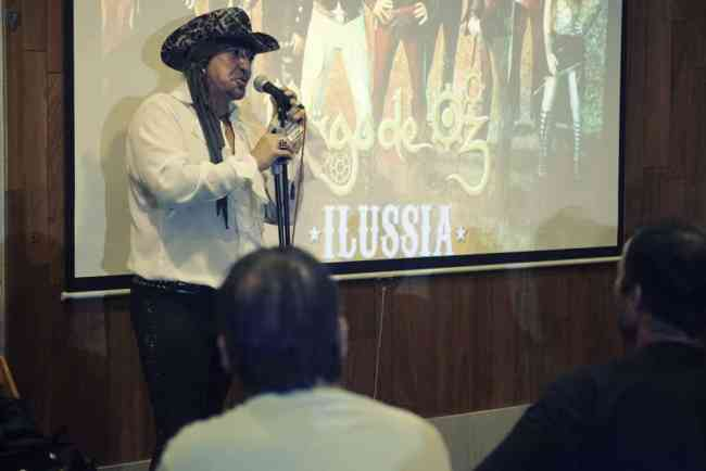 Txus presentando Ilussia