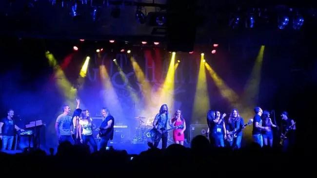 Gotthard en Madrid (La Riviera, 2014) con público en escenario