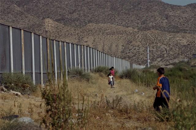 migracion-niños-muro-frontera