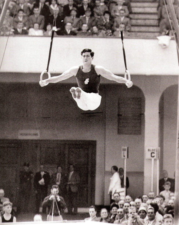 El 29 de abril de 1959, Joaquín Blume, con 25 años, el avión en el que viajaba sufrió un accidente en la Serranía de Cuenca. Además de Blume también murieron su mujer, María José Bonet, y los demás miembros del equipo español. El vuelo 42 de Iberia se estrelló sin dejar supervivientes.