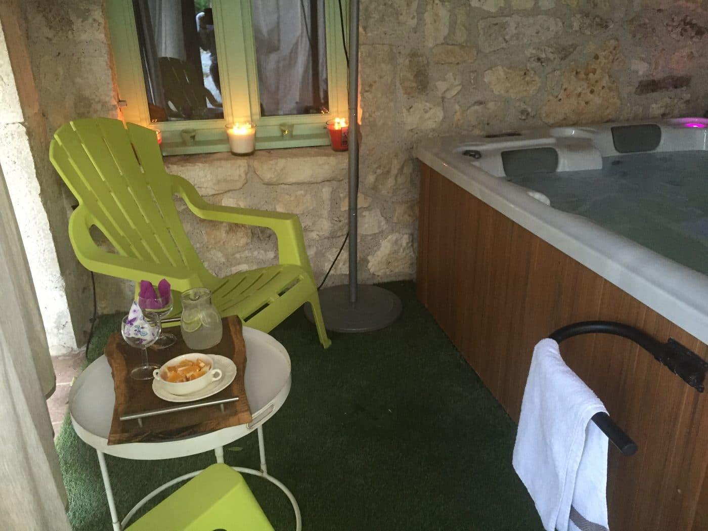 spa jacuzzi piscine lot dordogne détente famille champagne