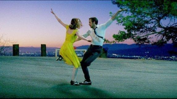 Emma Stone e Ryan Gosling in una foto di La La Land di Damien Chazelle