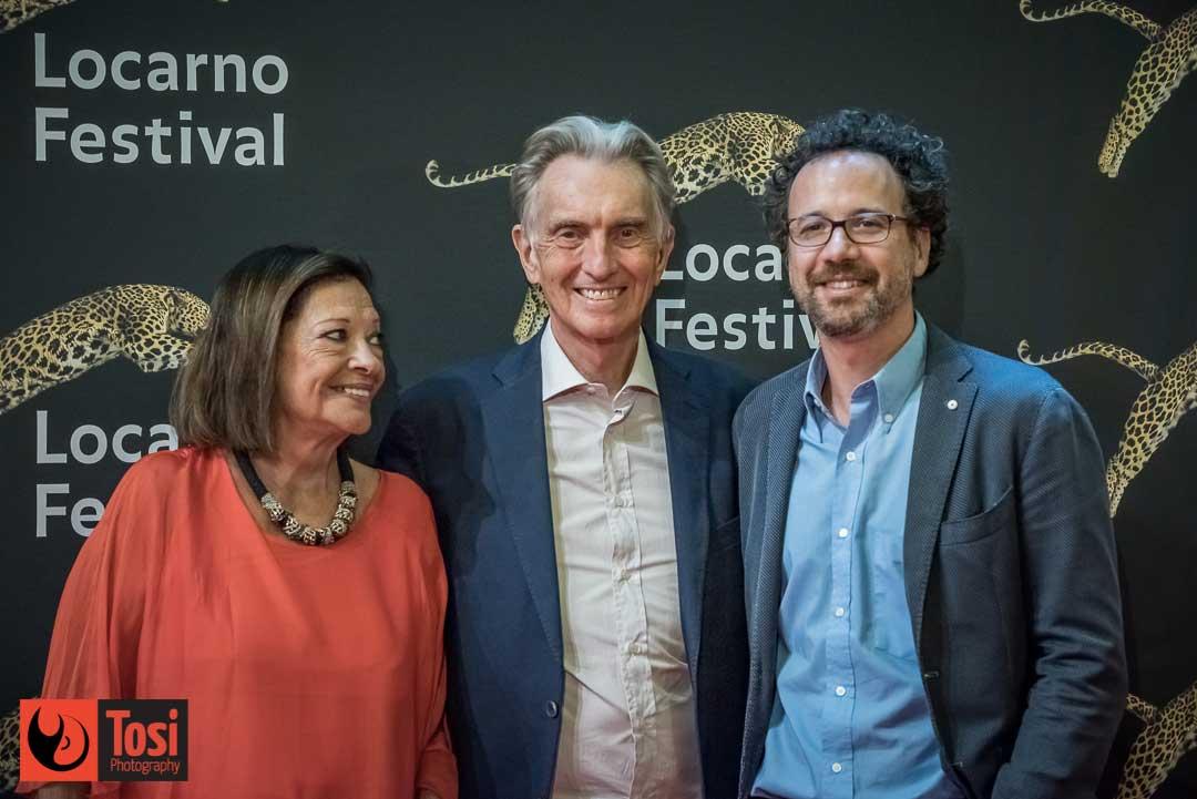 Il presidente del Festival Marco Solari con la consorte e l'ex-direttore artistico Carlo Chatrian sul red carpet © Tosi Photography
