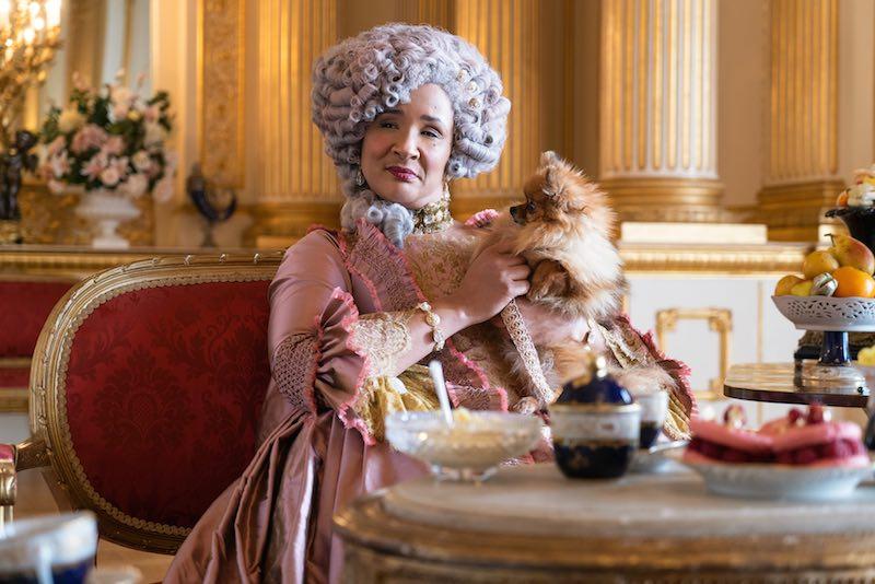 GOLDA ROSHEUVEL, la regina Charlotte, in una scena dell'episodio 2 della serie BRIDGERTON. Photo Cr. LIAM DANIEL/NETFLIX © 2020
