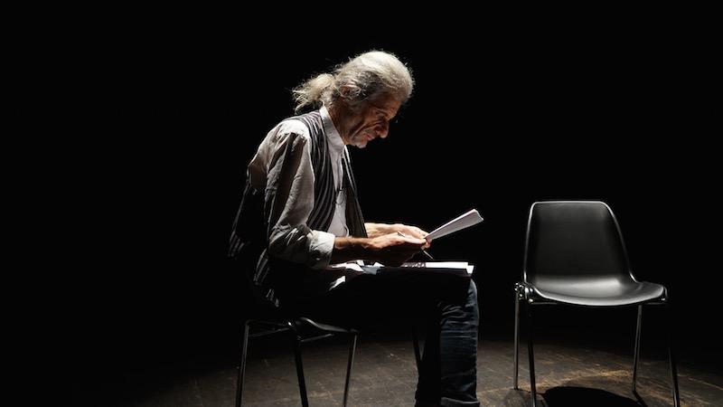 Alessandro Bergonzoni in TRASCENDI E SALI. Photo: courtesy of Teatro Duse.