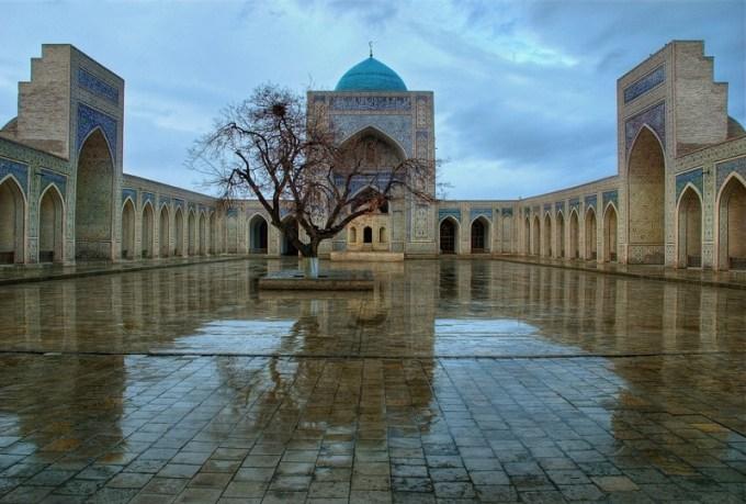 Masjid Bibi-Khanym Mosque yang Berada di Samarkand, Uzbekistan