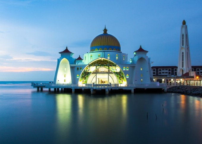 Masjid Malacca Straits yang Berada di Malacca, Malaysia