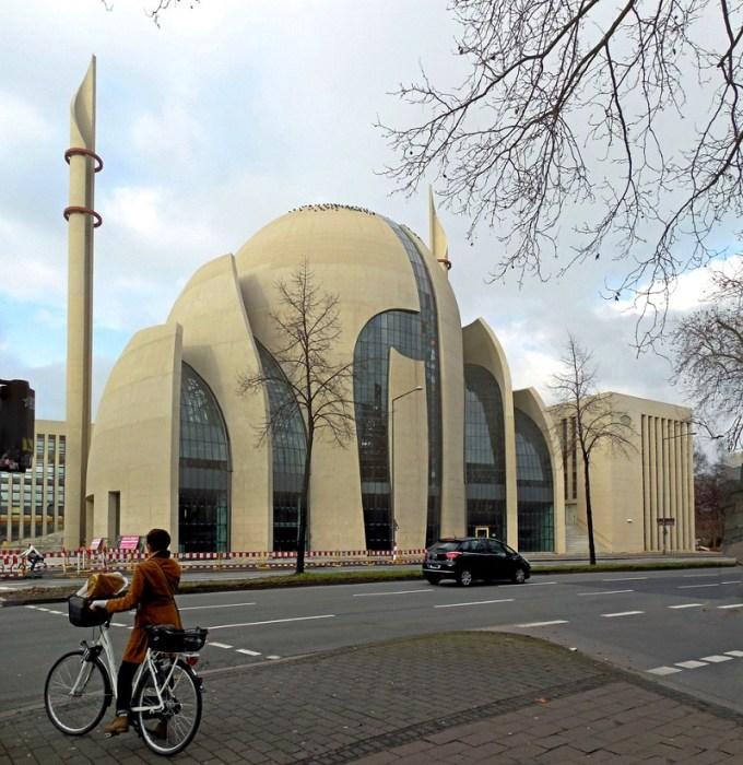 Masjid Pusat Cologne yang Berada di Cologne, Germany