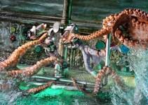 Karya Seni Ikan VS Kraken