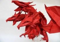 Origami naga merah kepala tiga