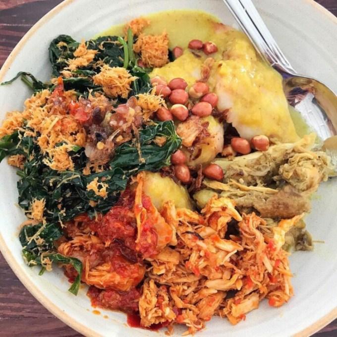 Tipat blayag makanan khas Bali