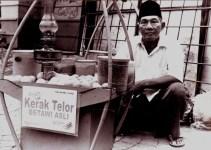penjual kerak telor Betawi