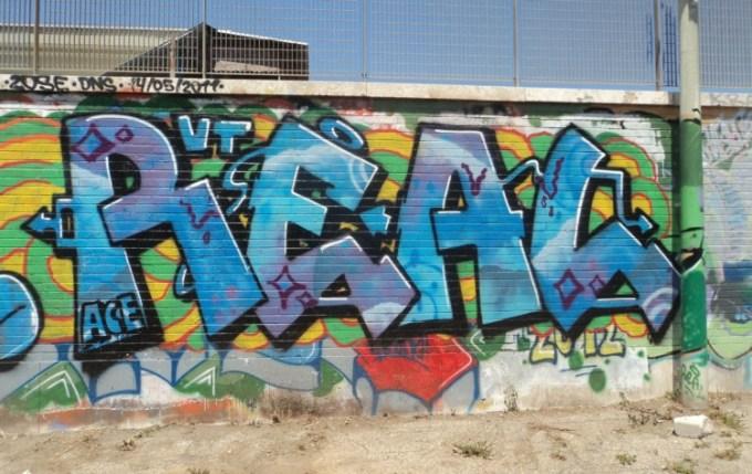 Gambar grafiti bertuliskan real