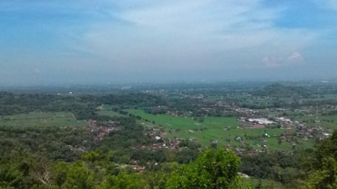 Bukit Bintang Jogja saat siang hari