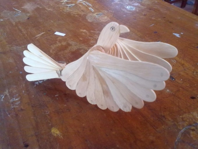 Kerajinan tangan burung kayu dari stik es krim