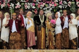 Pelaminan pesta pernikahan adat Jawa