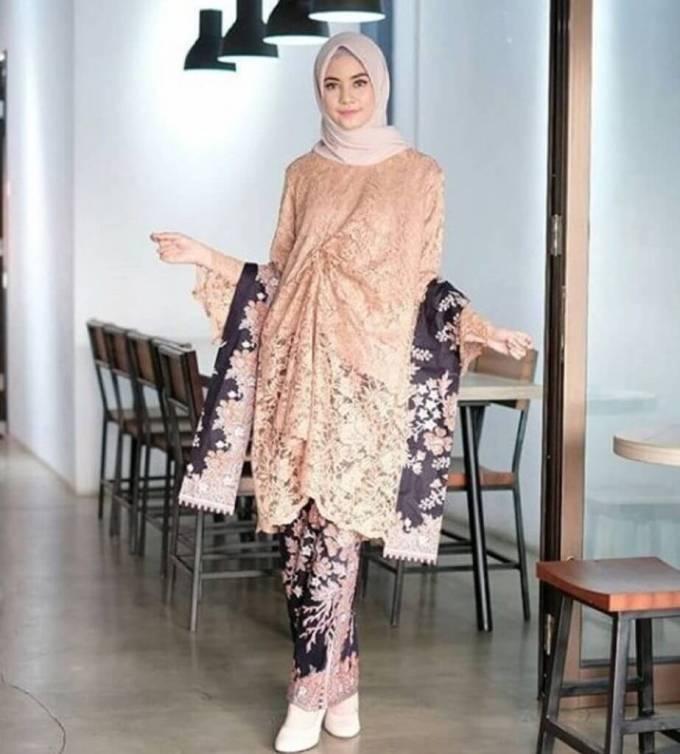 Gaun batik brokat