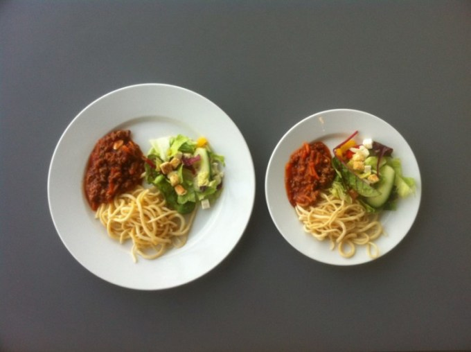 Cara menurunkan berat badan dengan mengurangi porsi makan
