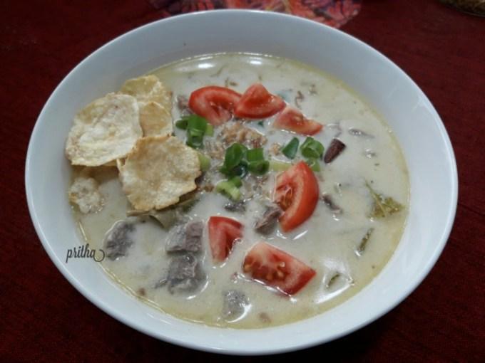 Makanan khas Betawi Soto Betawi