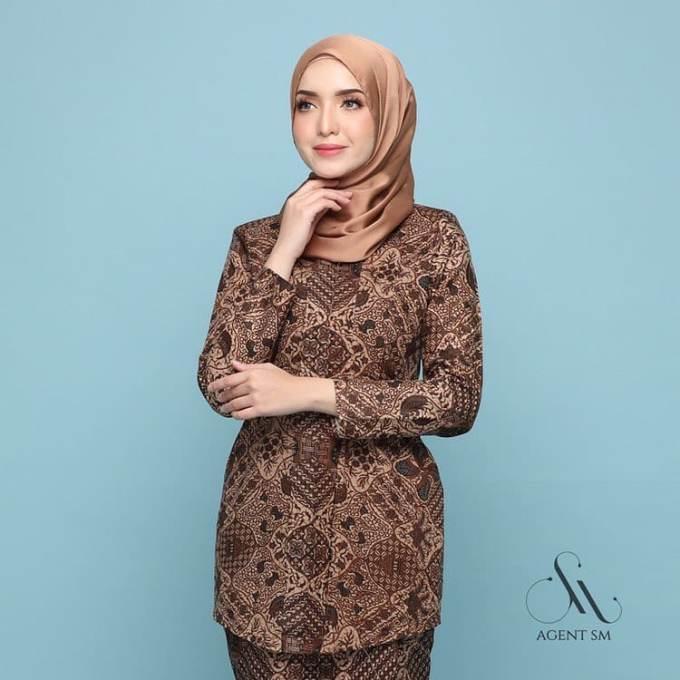 Baju batik yang modelnya mirip pakaian R.A. Kartini