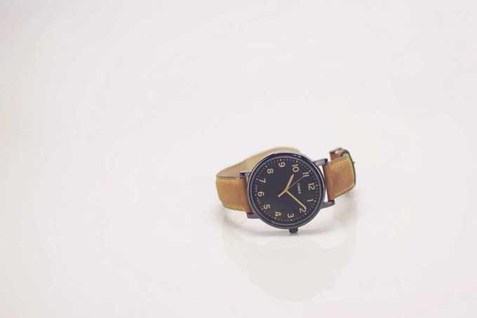 arloji merupakan alat ukur waktu