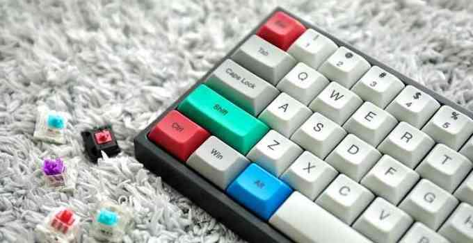 tombol caps lock pada keyboard berfungsi untuk