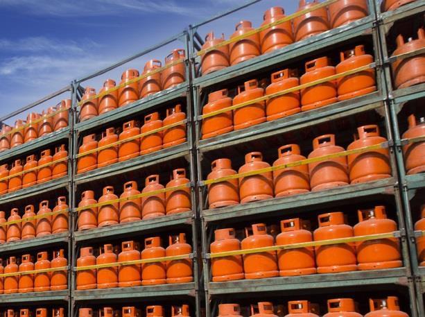 """""""أمانة الرياض"""" تُلزم محلات بيع الغاز بتنظيف الأسطوانات (صور)"""