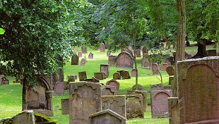 Antisemitismo en Alemania: docenas de tumbas y lápidas judías fueron destrozadas y profanadas
