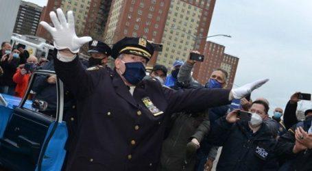 El jefe de policía de Nueva York, Charles Scholl, se jubila después de 41 años, agradece a la comunidad judía