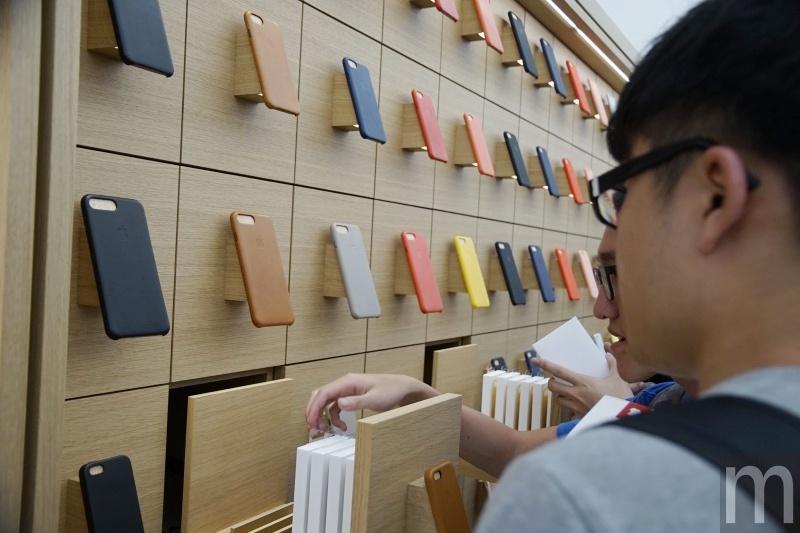 022 等待多年終於啟用 台北101 Apple Store首日開幕吸引大批忠實果粉