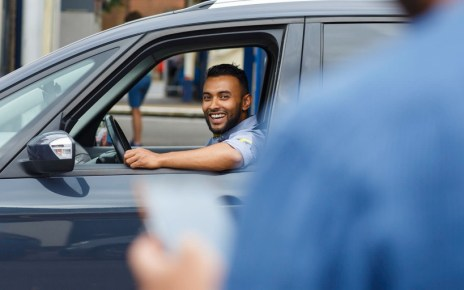 desk Uber將以手機識別服務車輛是否發生車禍事故、未來乘客評價過低將被禁用服務