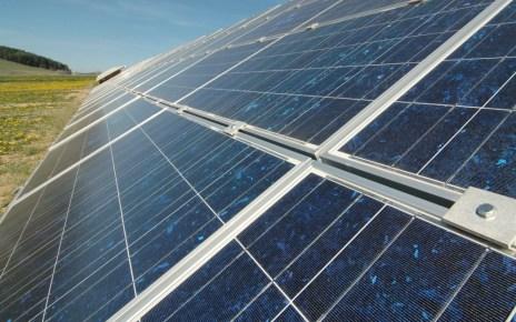 bigstockphoto Solar Power Plant 3912468 Facebook於美國境內建造兩座大型太陽能發電廠 推動377兆瓦電力