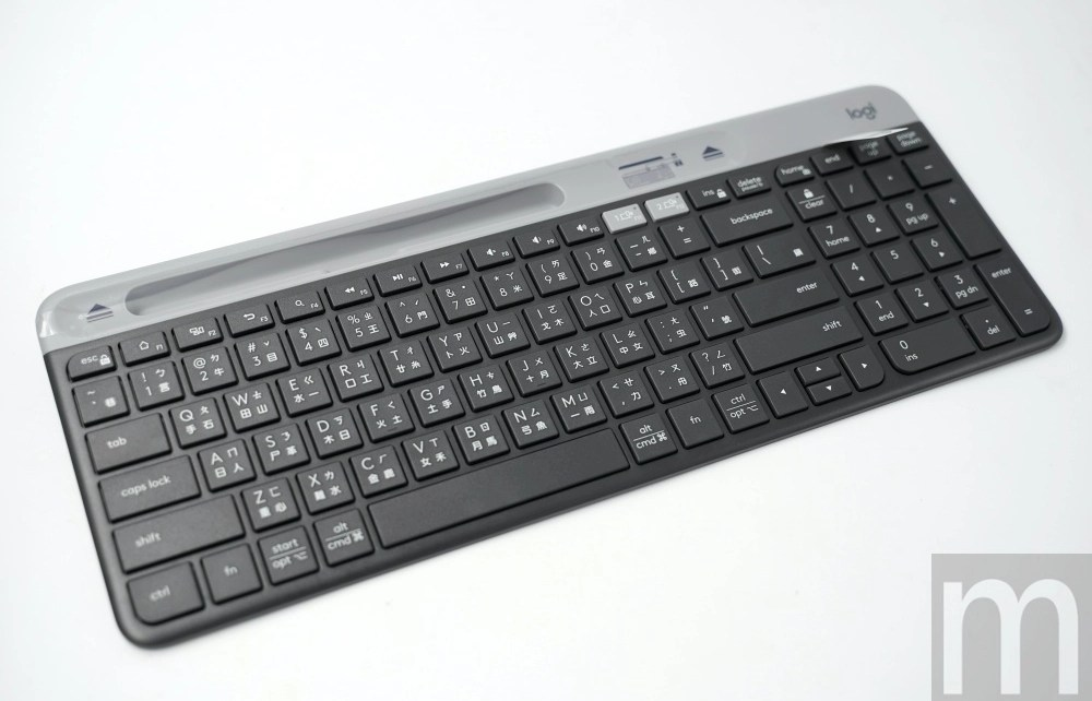 DSC05164 簡單玩/可對應手機、筆電及桌機等裝置使用的羅技K580超薄藍牙鍵盤