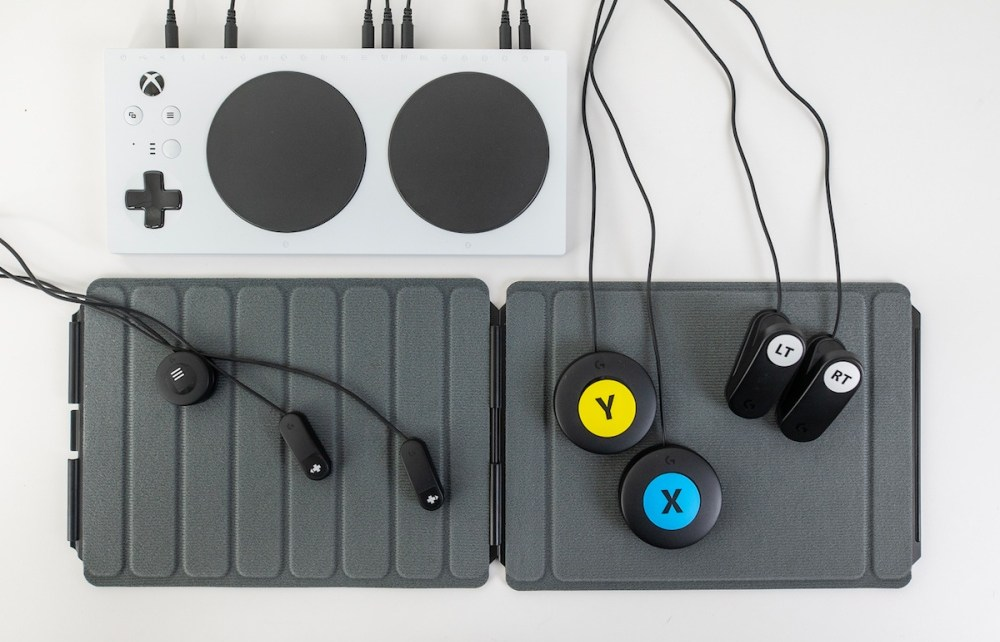 Logitech G Adaptive Gaming Kit 配合微軟,羅技也針對行動不便玩家打造可擴充遊戲控制套件