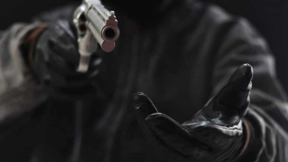 In Sherabad, armed robbers snatched Rs 2.4 million from a property dealer