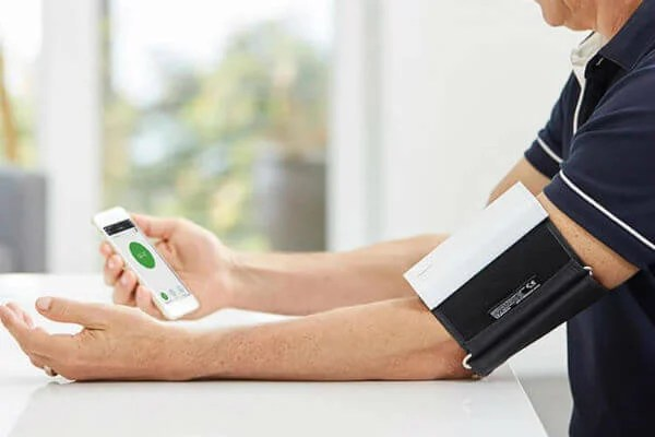 12 Best Health Monitoring Devices to Work with iPhone & iPad