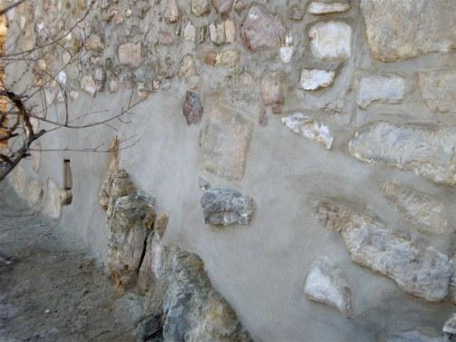 Rejuntando para reforzar la pared