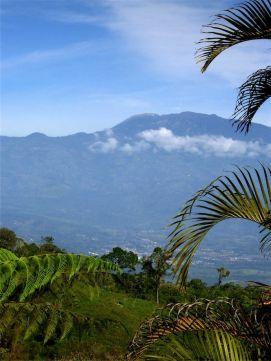 27 Vista del volcán Turrialba (en activo)
