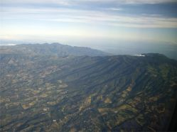 48 Sobrevolando el volcán activo de Sán Andrés