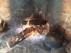 2 La losa de piedra arenisca, calentándose al fuego