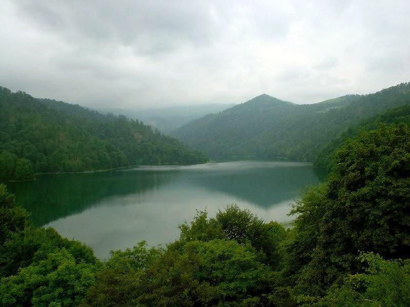 Озеро Гёйгёль в Азербайджане  — ФОТО
