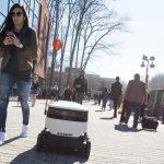 Pequeños robots con ruedas repartirán comida en 100 universidades de EE. UU.
