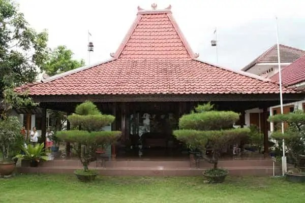 atap rumah piramida, rumah urbanindo