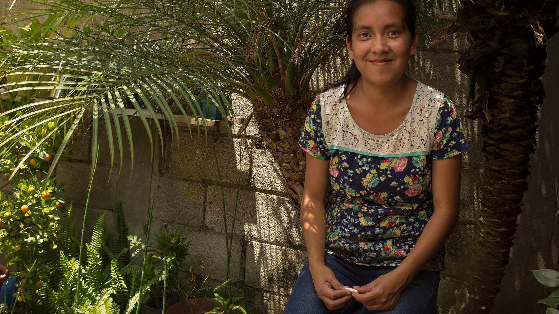 Jessica tillverkar fairtrade-smycken åt Wakami i Guatemala