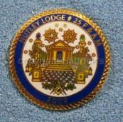 Masonic_King_Solomons_Temple_lapel_pin