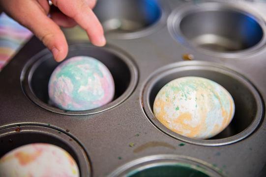 Easter Eggs Splatter method