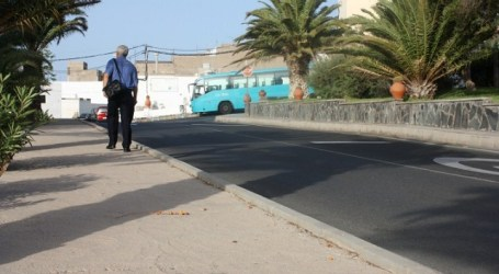 Sale a concurso la pavimentación de la acera de acceso a Aldea Blanca