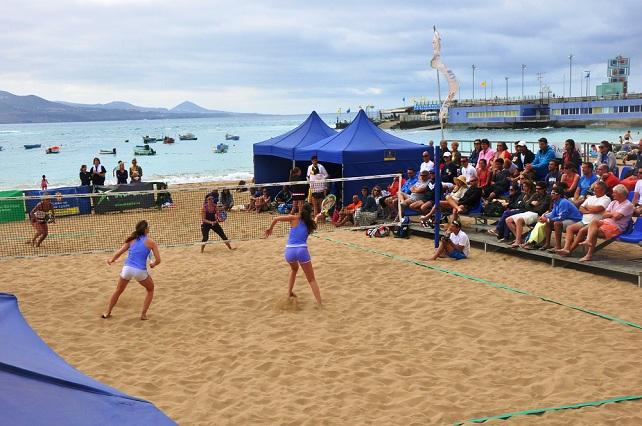 Partido de tenis playa disputado recientememte en Las Canteras