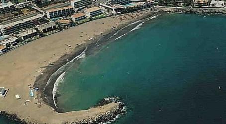 Bañistas rescatan a dos turistas con síntomas de ahogamiento en la playa de Las Burras